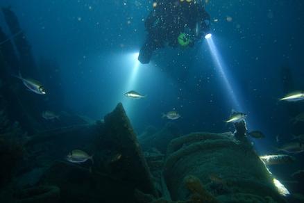 Divers enter Cargo Hold 4 - Photo Mark Ryan